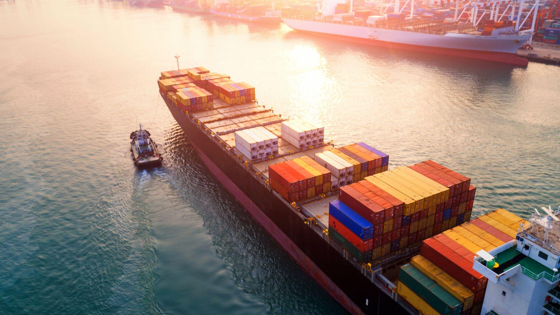 Sachen bei Umzug ins Ausland mit einem Schiff transportieren