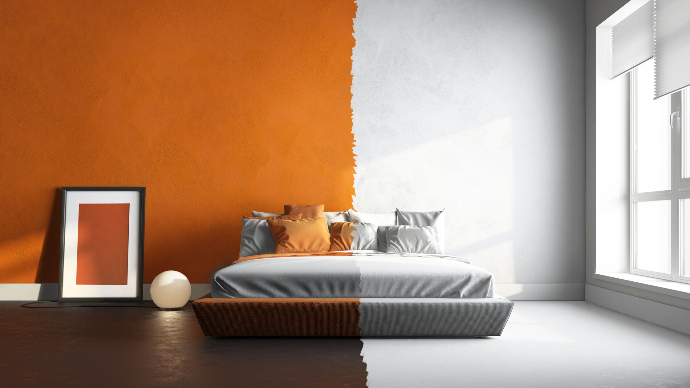 Raum in zwei Farben: Links in braun und orange, rechts in Grautönen.