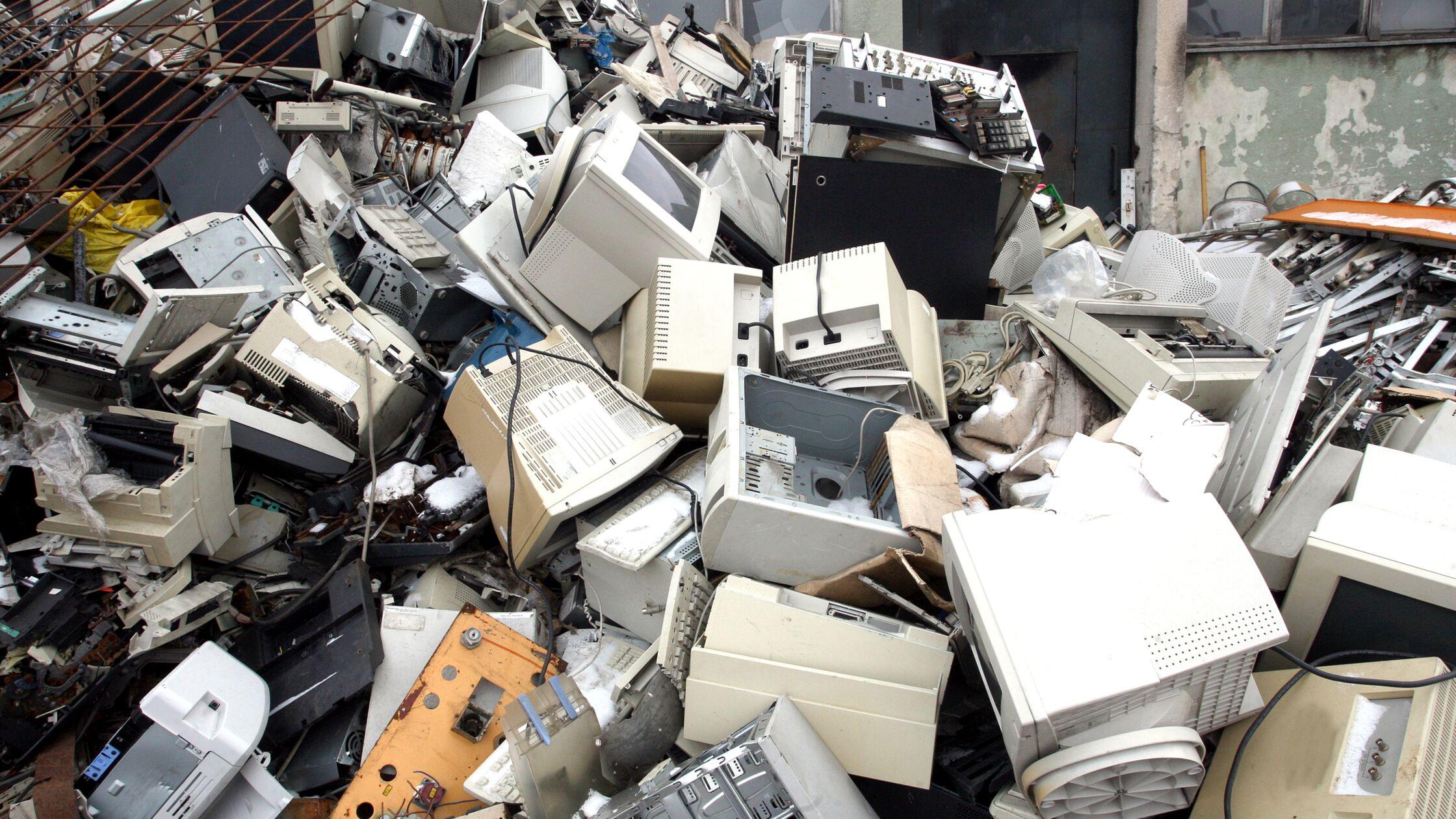 Elektroschrott entsorgen: Wohin mit Handy, Kühlschrank & Co.?