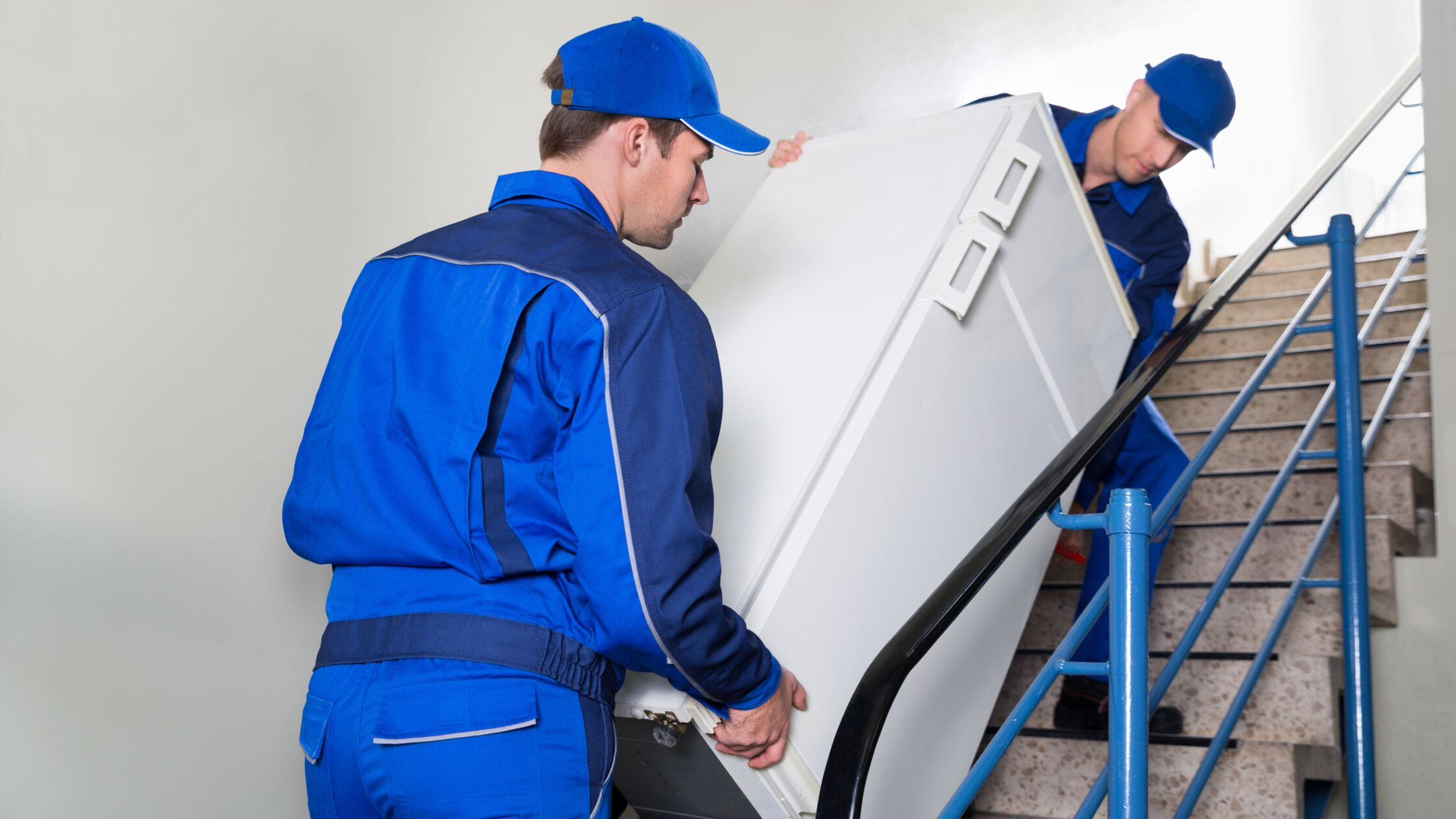 Kühlschrank transportieren: Worauf es beim Umzug ankommt