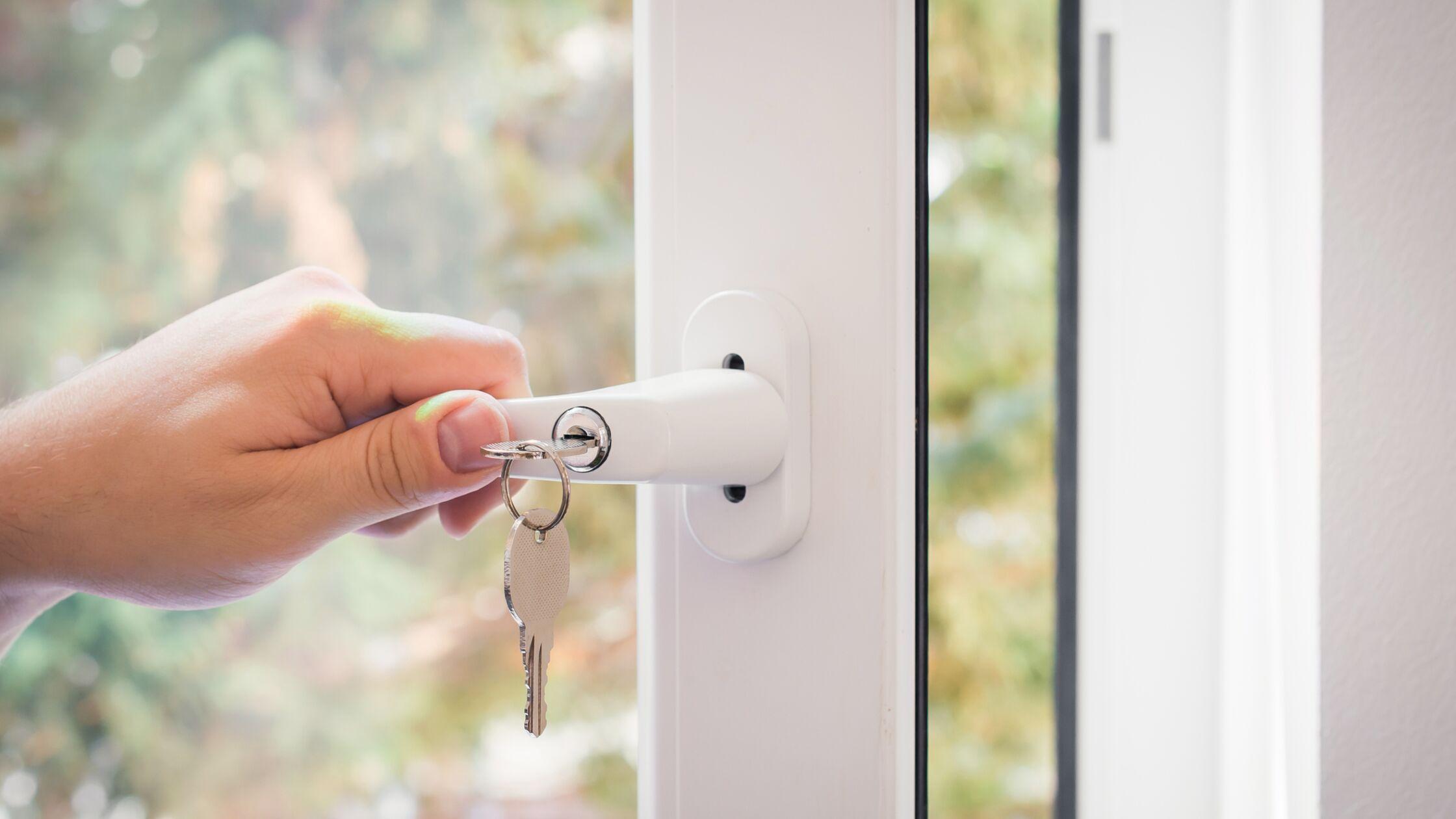 Einbruchschutz: Fenster gegen Einbrecher sichern