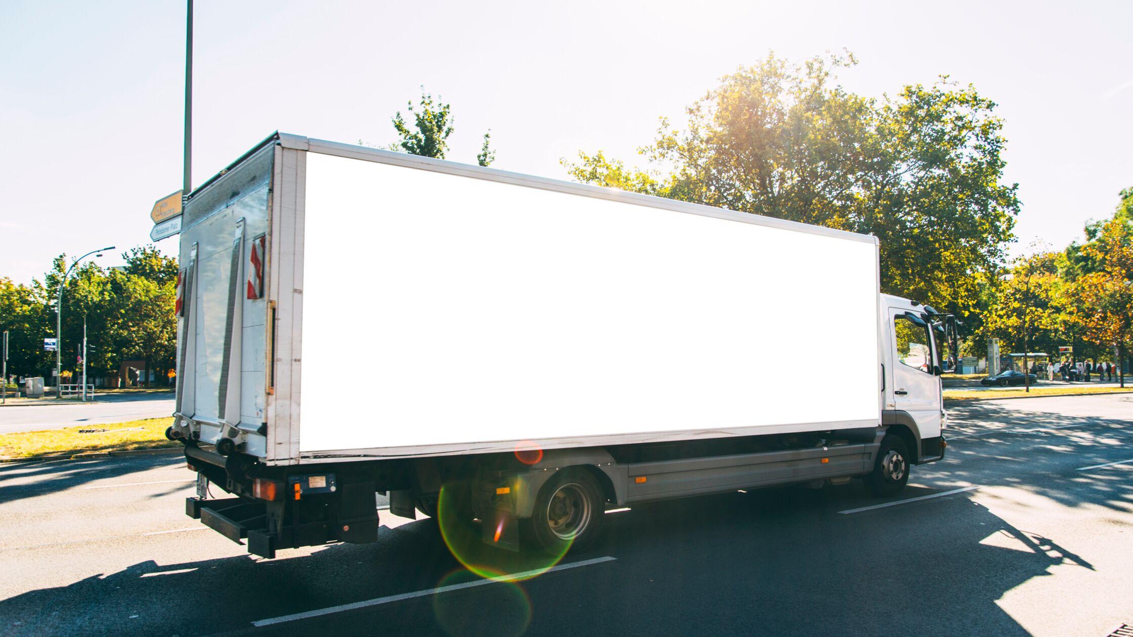 LKW sonntags für den Umzug fahren