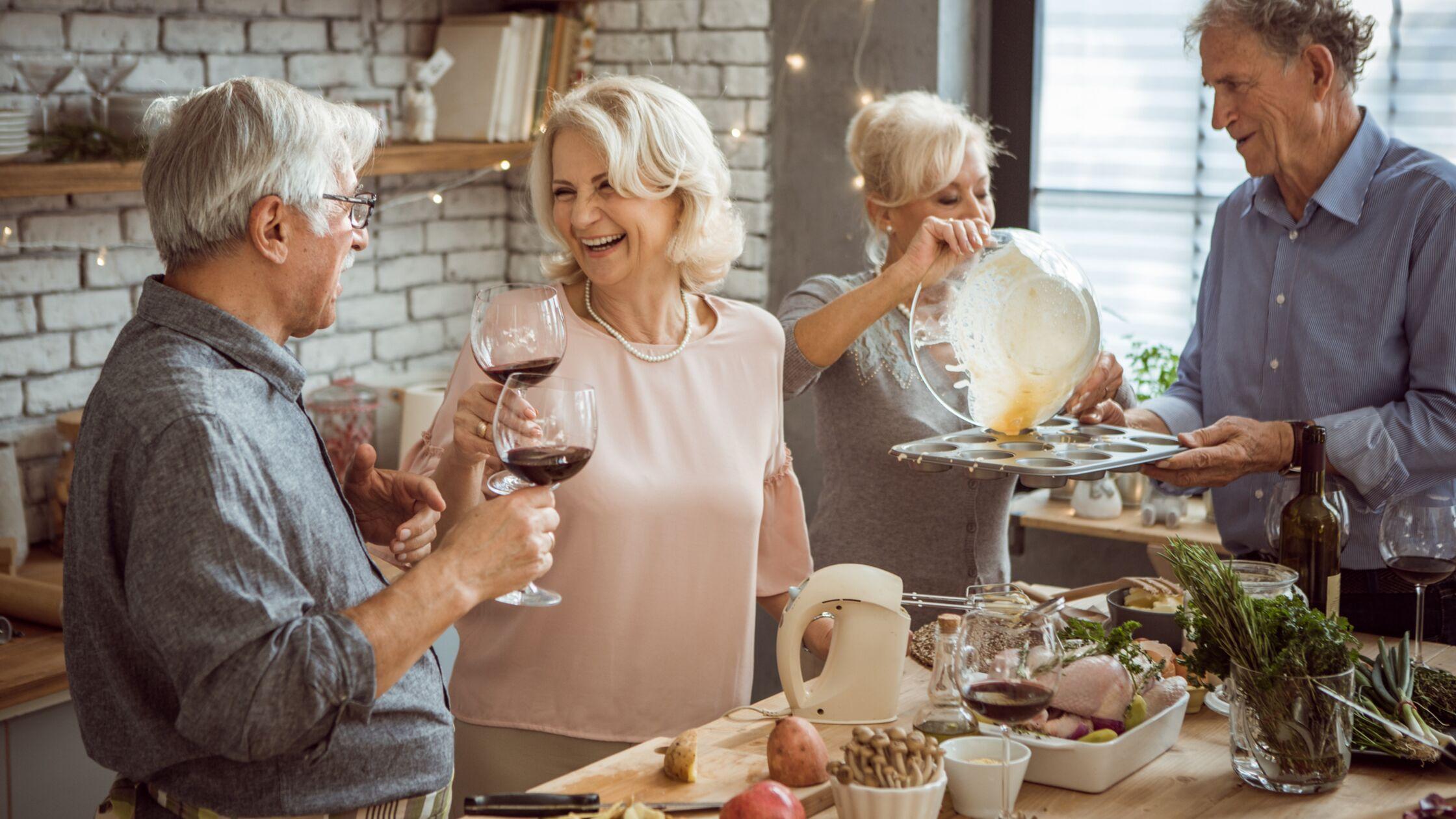 Senioren-WG: Modernes Lebenskonzept für Rentner und Best-Ager 50+