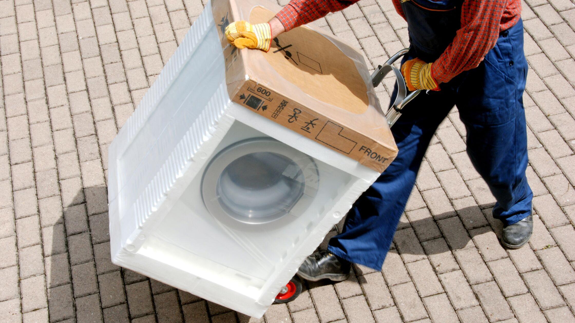 Waschmaschine transportieren: So geht's sicher in die neue Wohnung