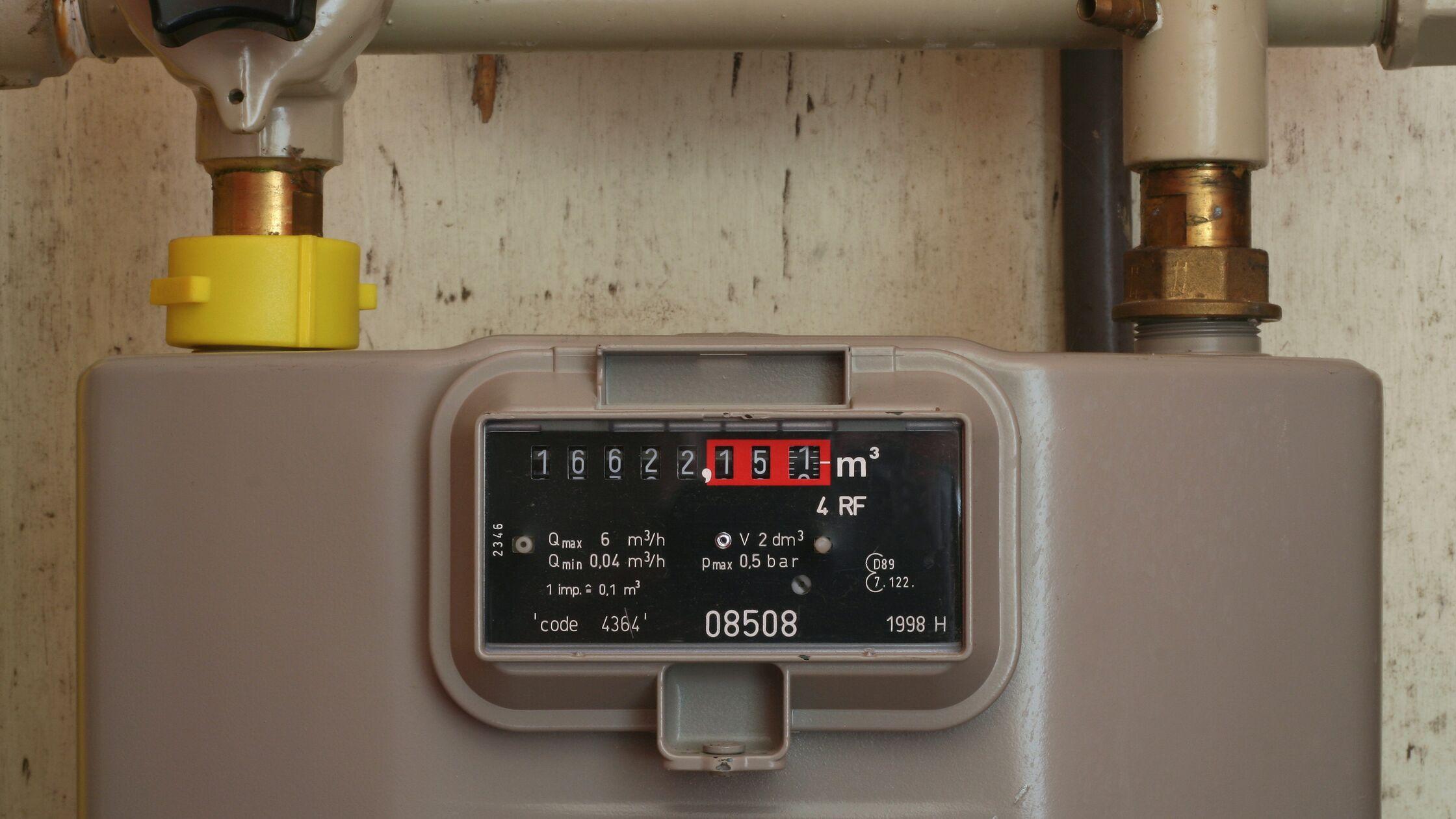 Herkömmlicher Gaszähler mit Zählernummer und Zählerstand