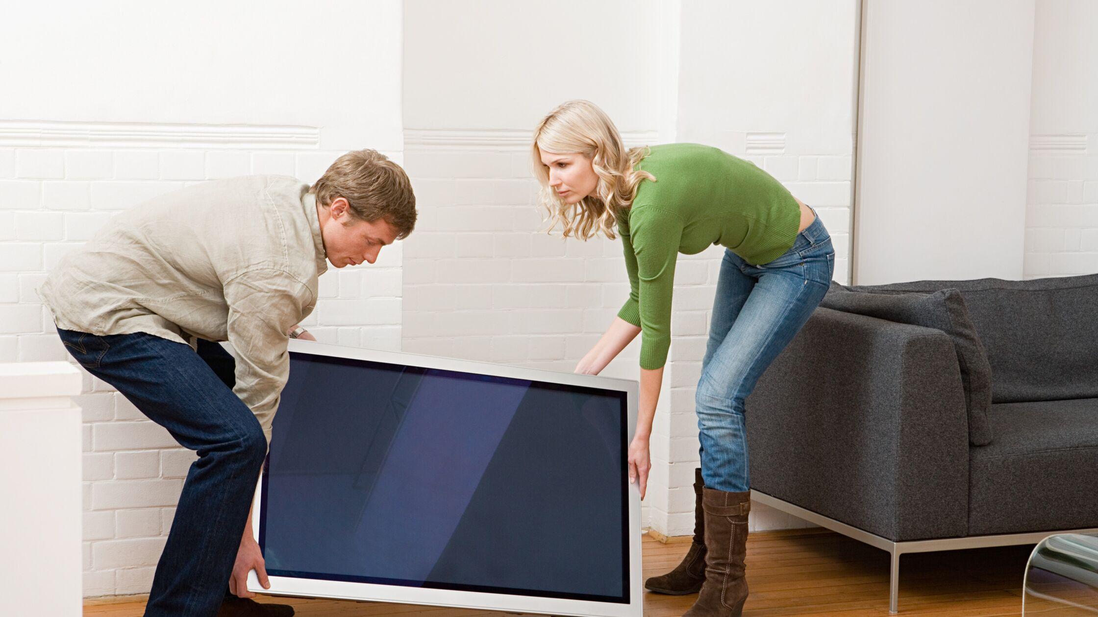 Fernseher transportieren: LED, LCD & Plasma – liegend oder stehend?