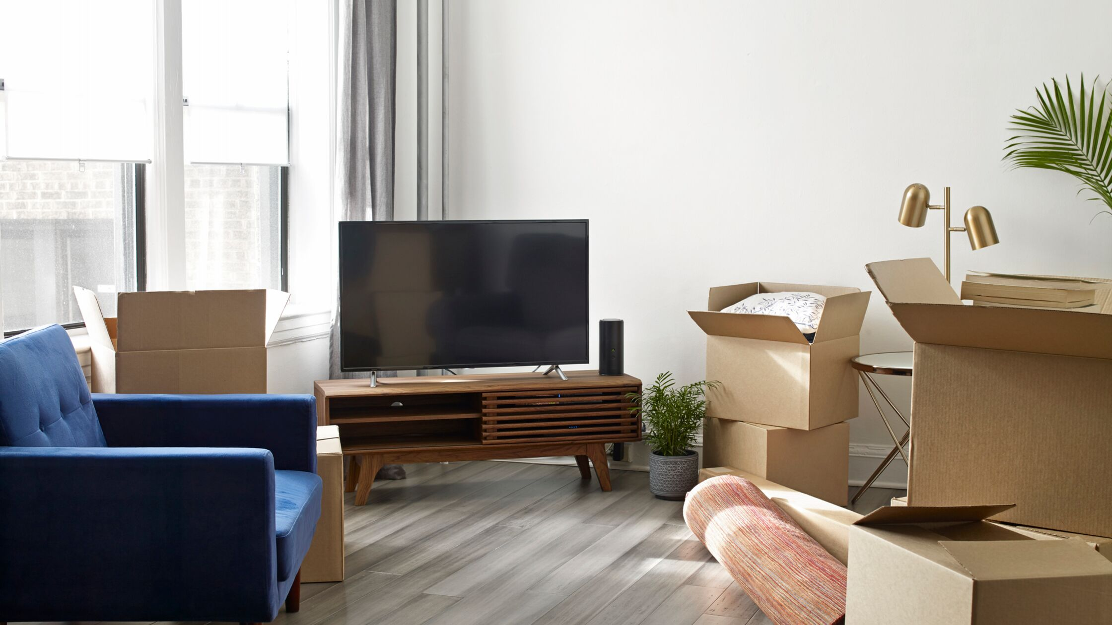 Fernseher und viele Kartons