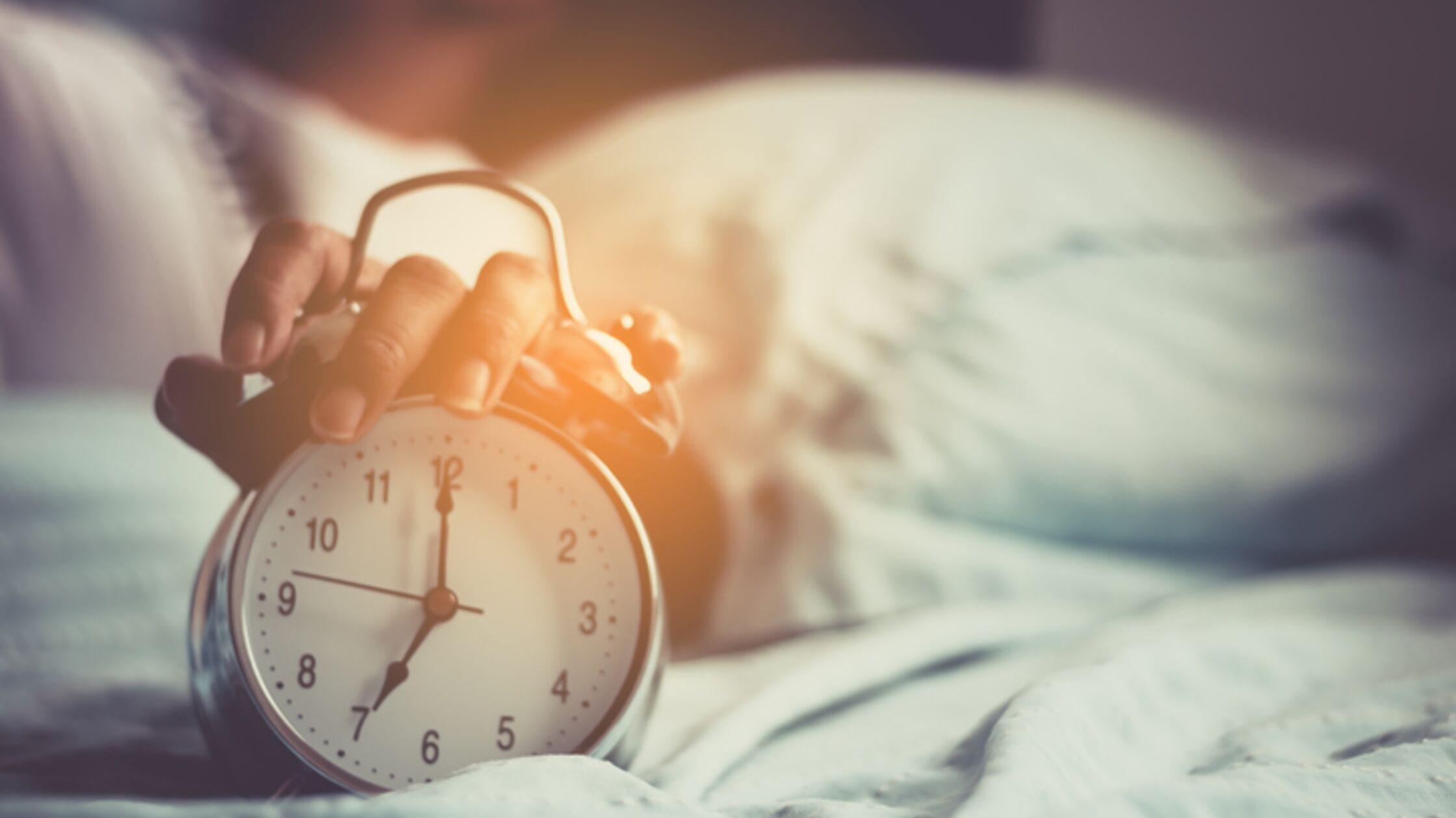 Wecker im Bett