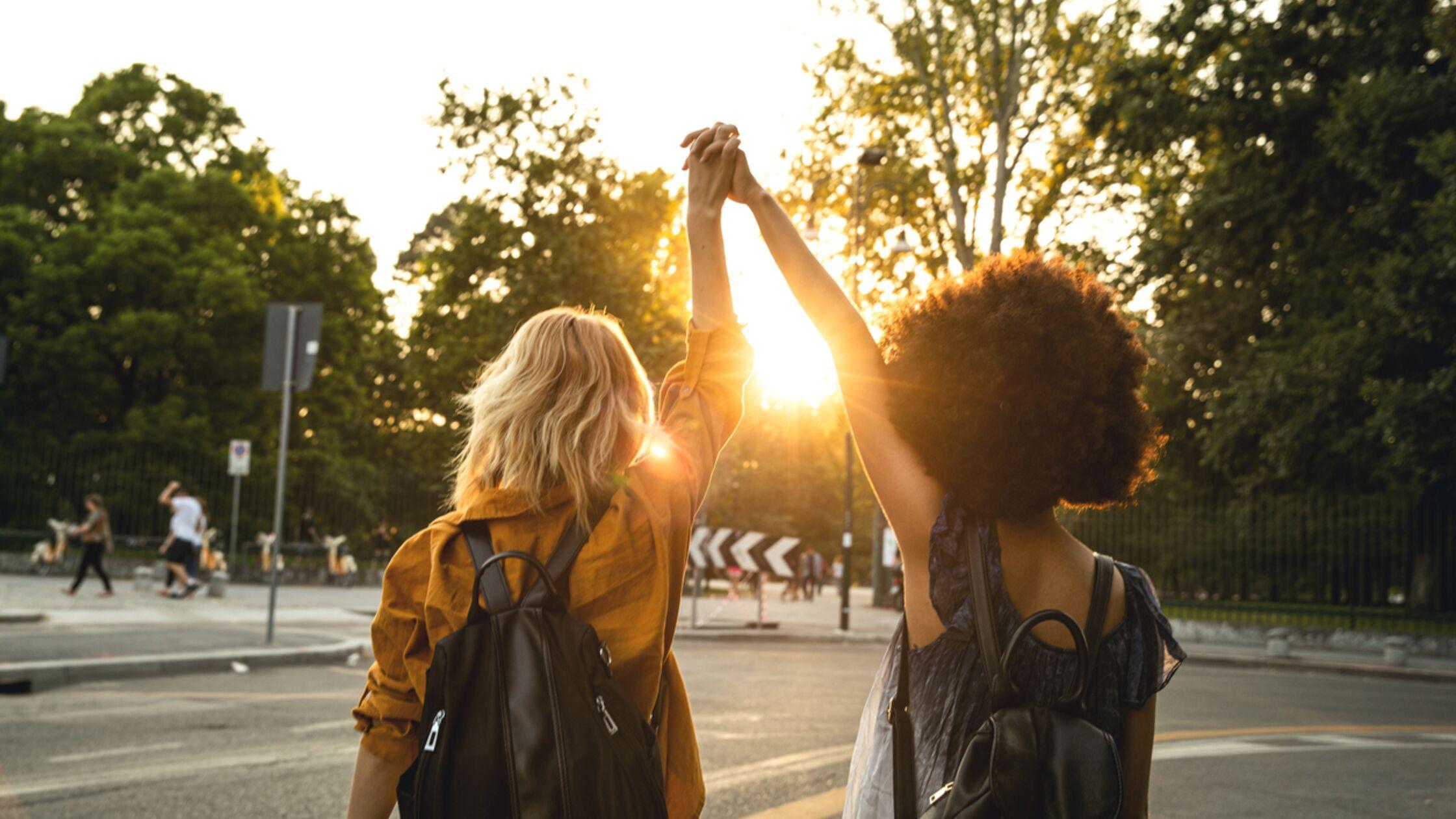 In Kontakt bleiben: So pflegen Sie alte Freundschaft nach dem Umzug