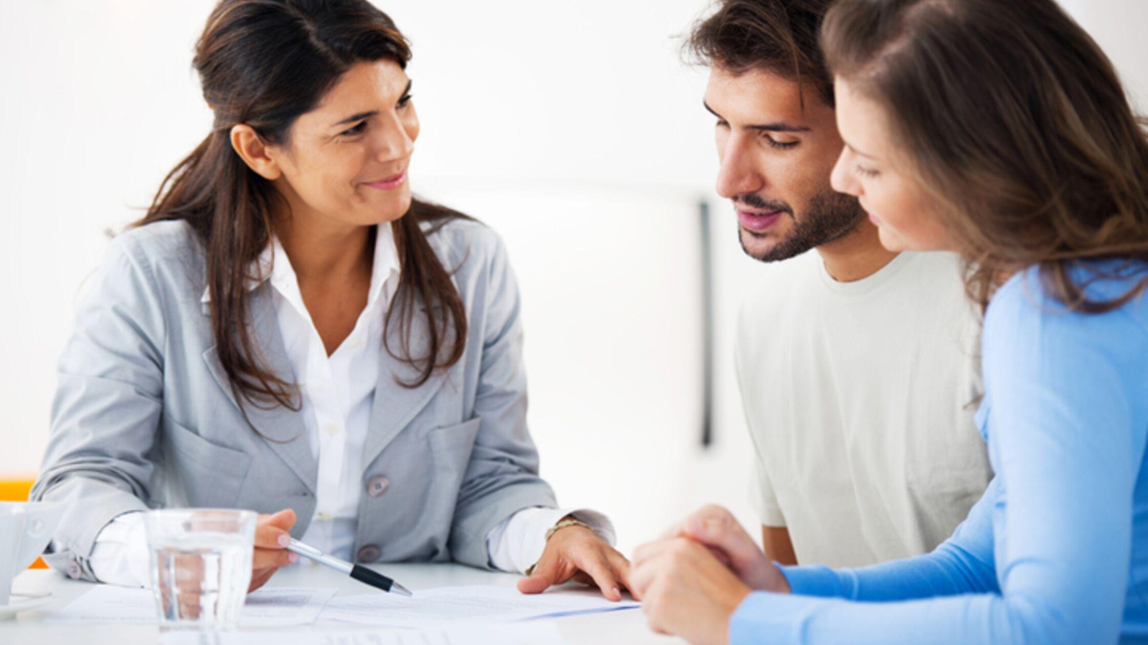Paar bei der Finanzberatung