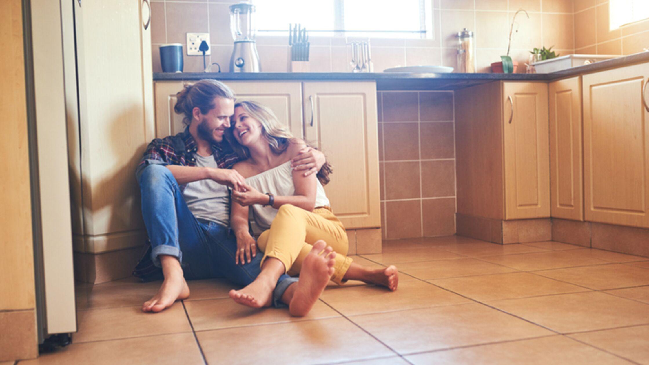 Für warme Füße: Fußbodenheizung nachträglich einbauen