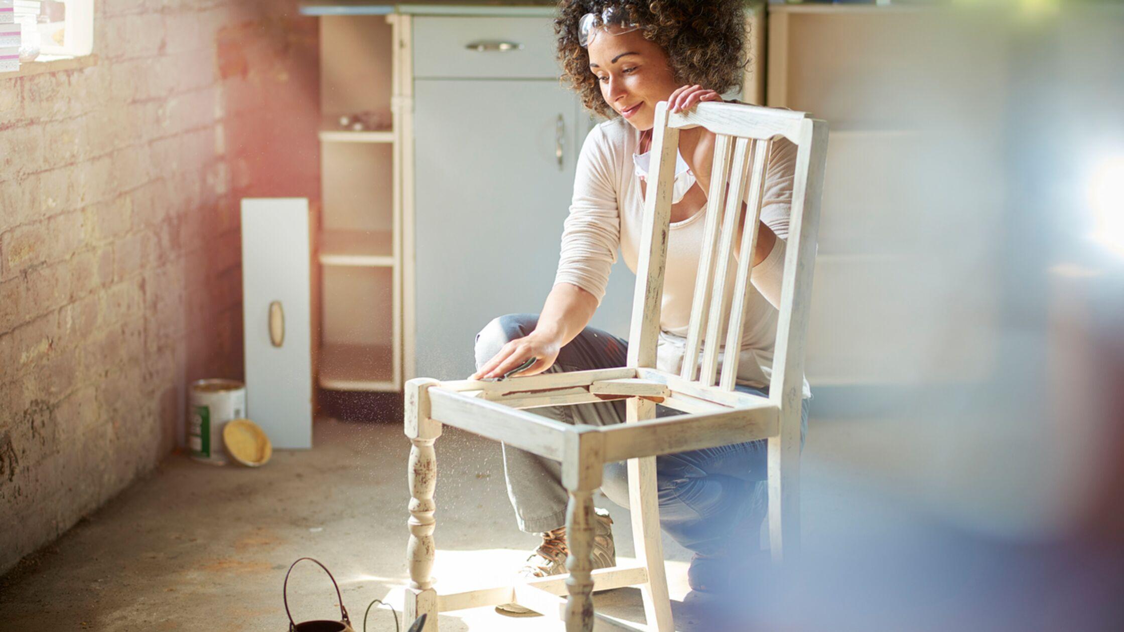 Shabby Chic selber machen: So gestalten Sie trendy Vintage-Möbel