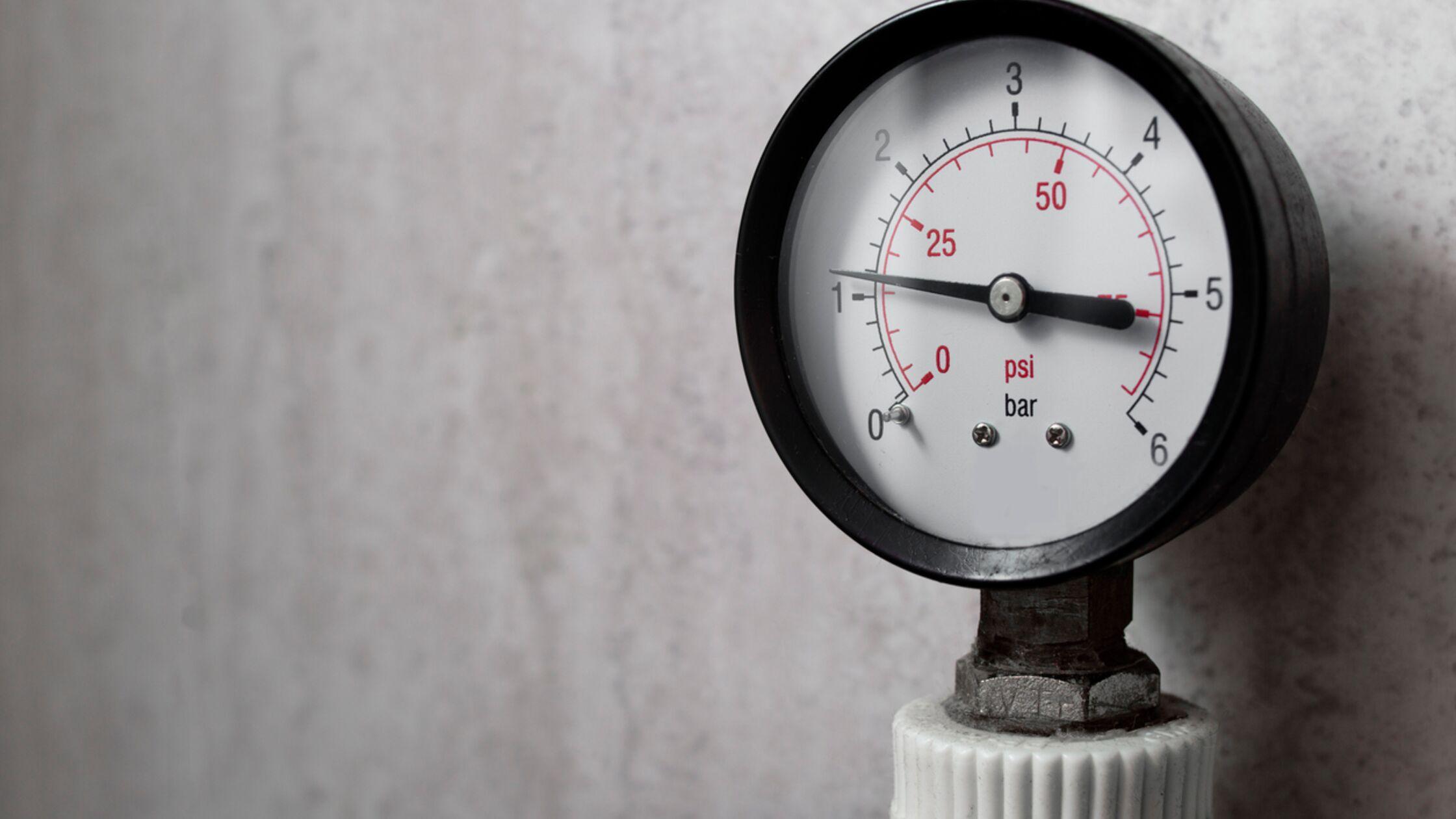 Manometer zeigt Wasserdruck