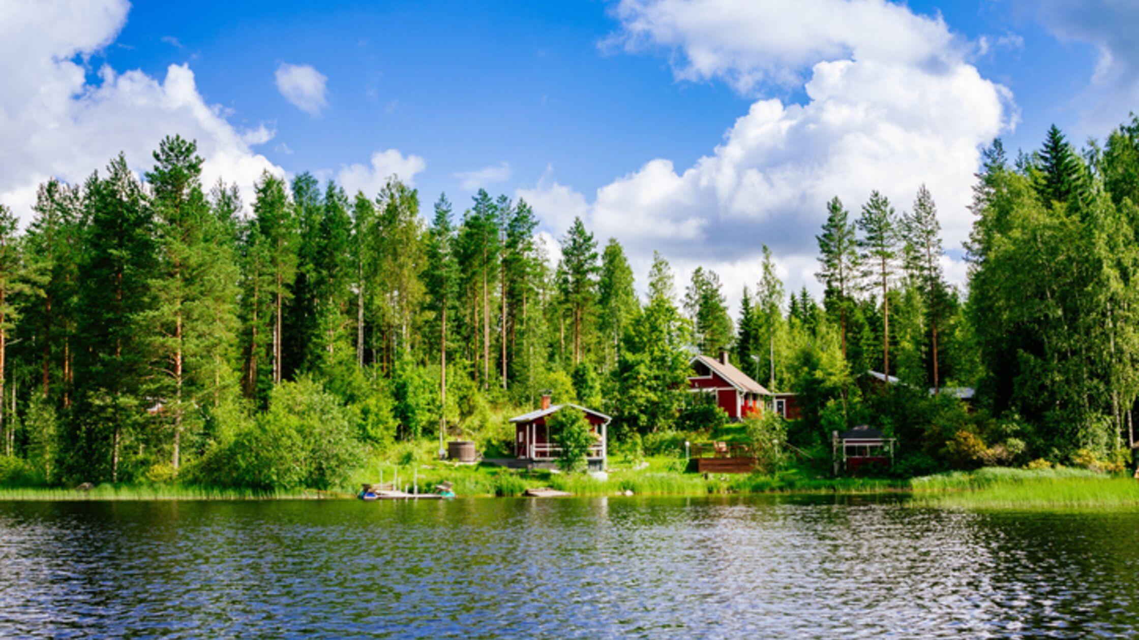 Holzhaus im Wald in Finnland