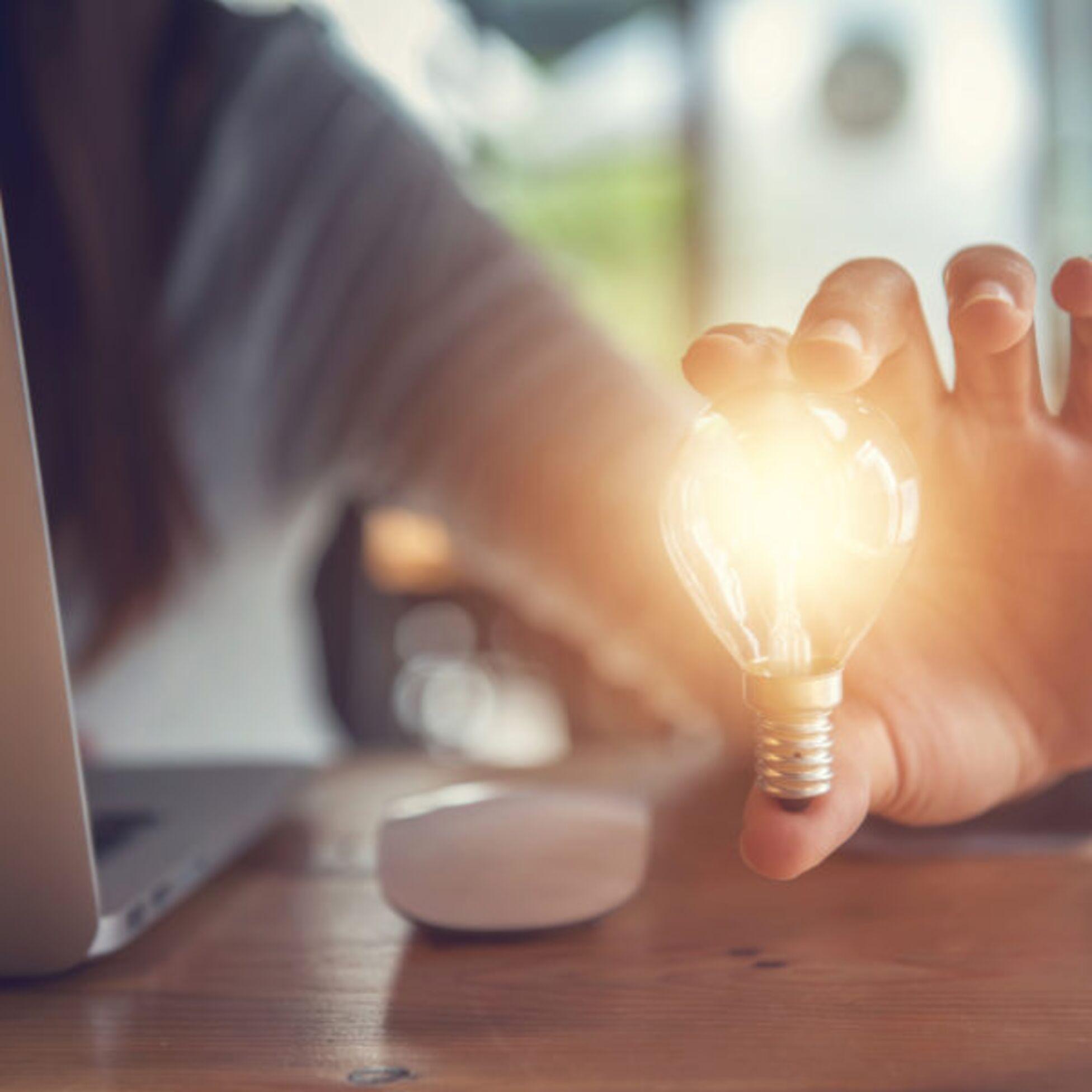 Glühbirne Laptop