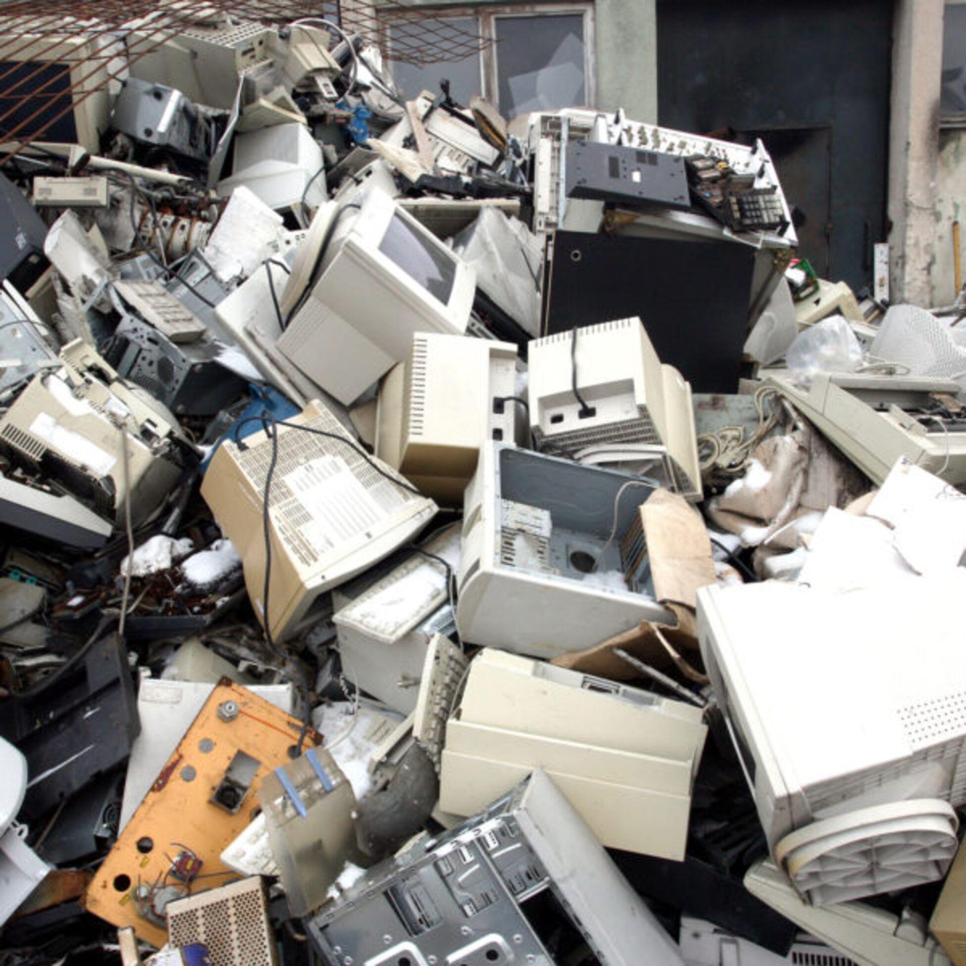 Berg von Elektroschrott auf einem Recyclinghof