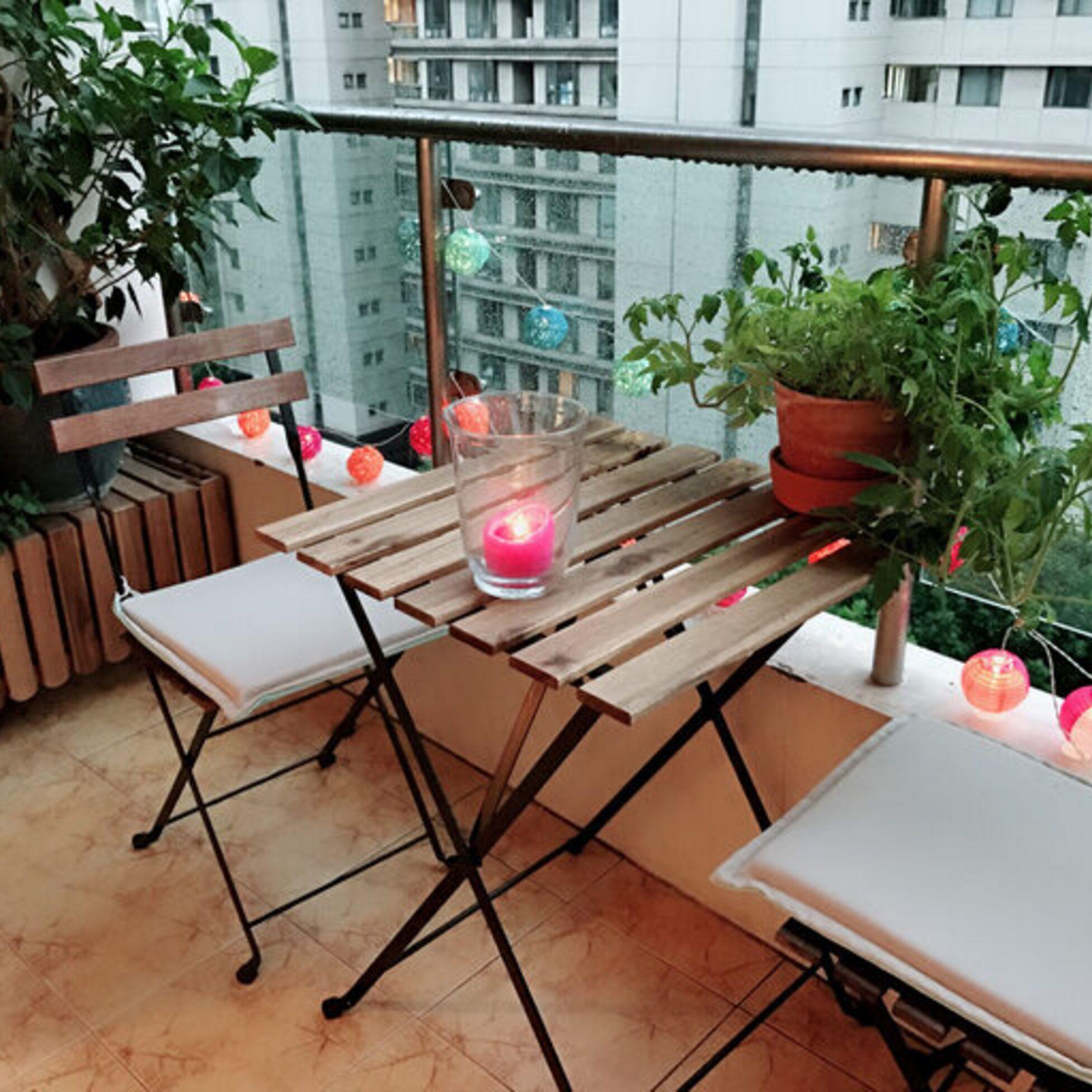 Kleiner Balkon mit Beleuchtung