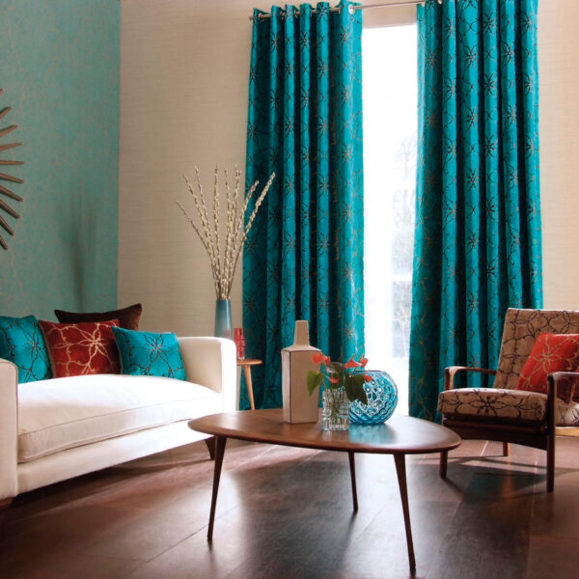Blaue Gardinen in Wohnzimmer