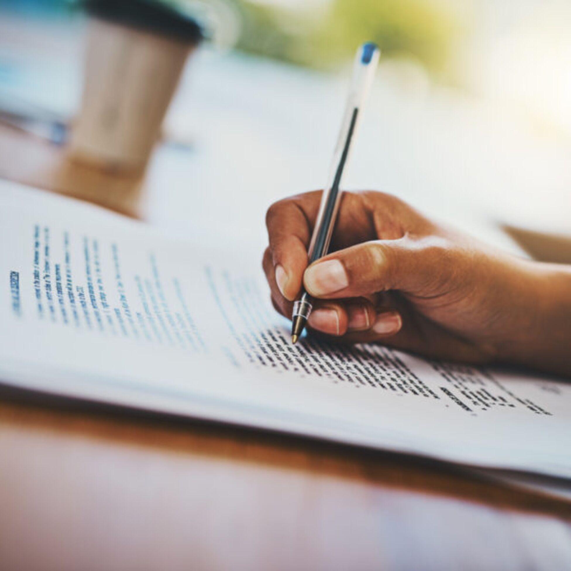 Hand unterzeichnet Hausordnung